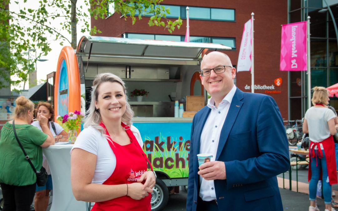 Eerste 'bakkie aandacht' in Dronten voor wethouder Van Bergen